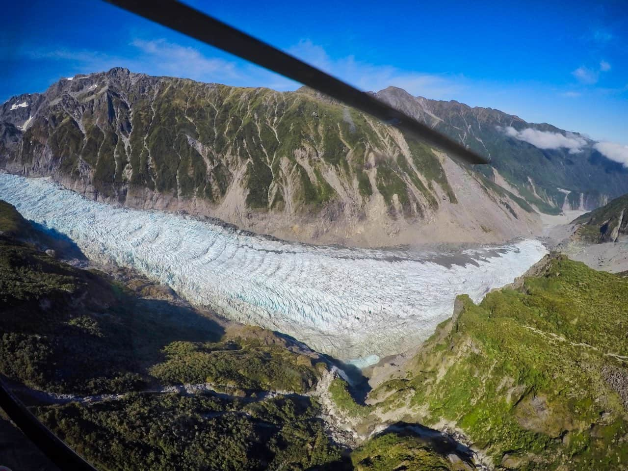 Helicopter-senicflight-Fox-Glacier-New-Zealand