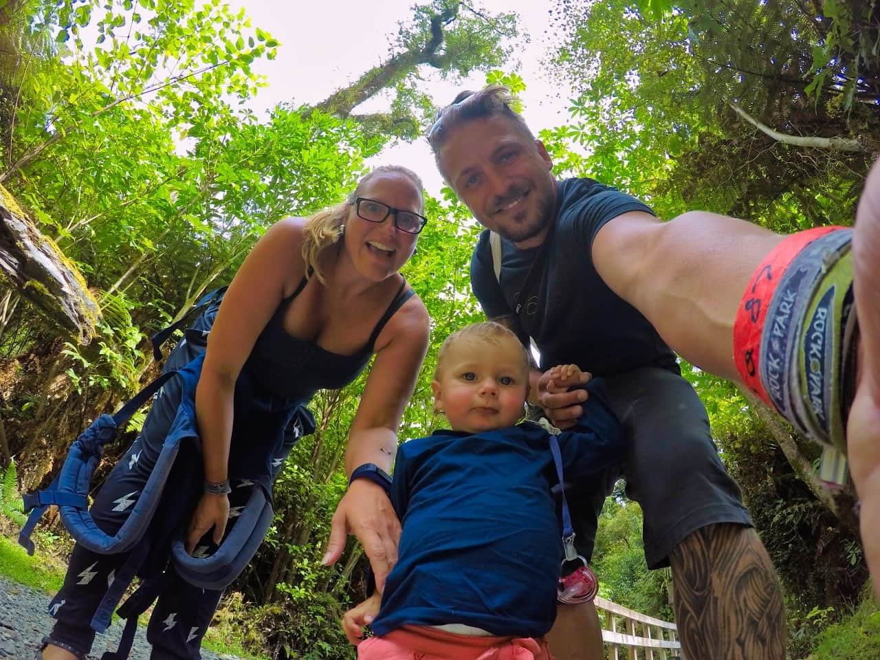 Hokitika-Gorge-Swingbrigde-Trail-selfie-Tabea-Sandy-Sebastian