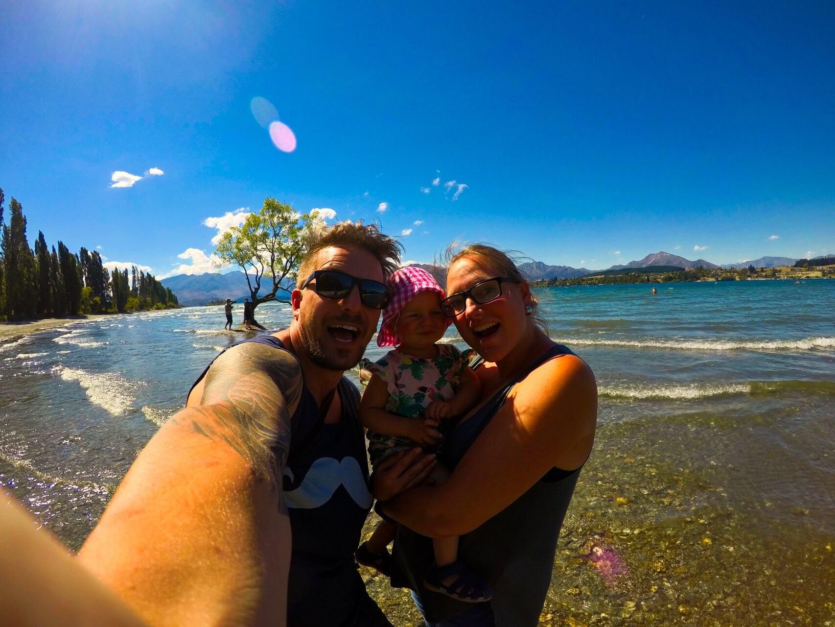 Wanaka Tree Blue Sky Selfie Tabea Sandy Sebastian