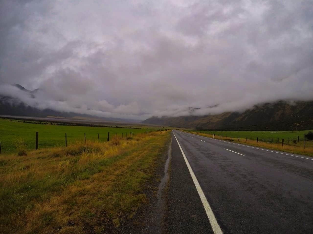 Arthurs-Pass-New-Zealand-rainy-day-Road-and-Ladscape