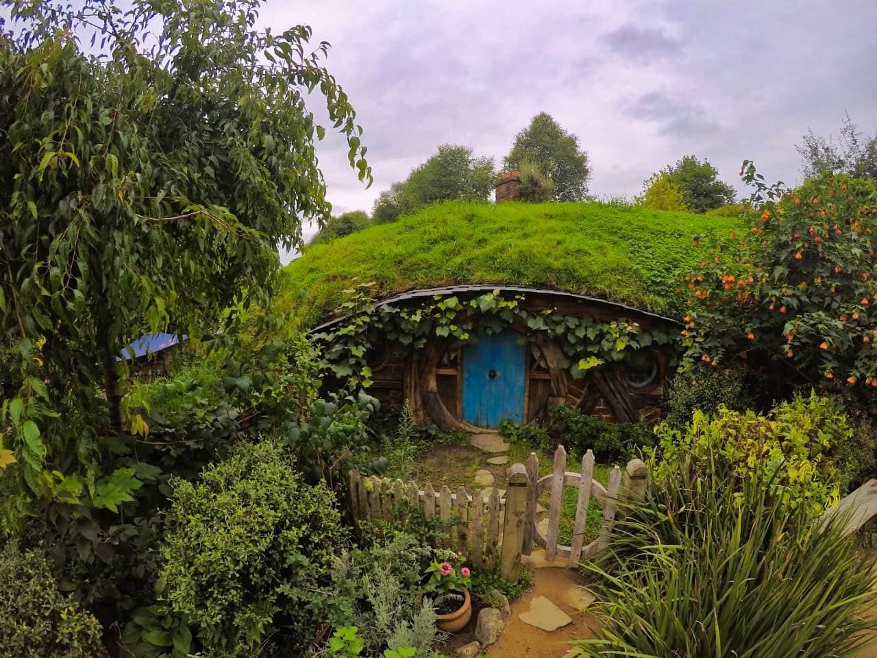 Hobbiton-Movie-Set-House-blue-Door