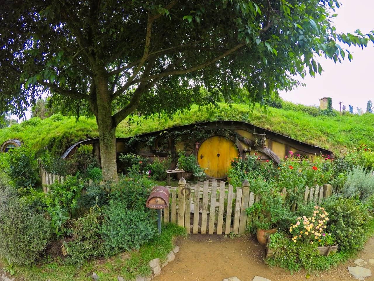 Hobbiton-Movie-Set-yellow-Door