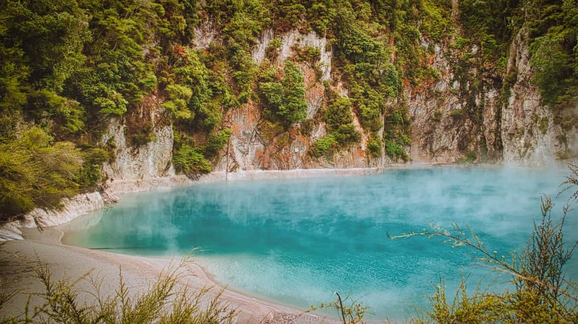 Waimangu-Volcanic-Valley-blue lake