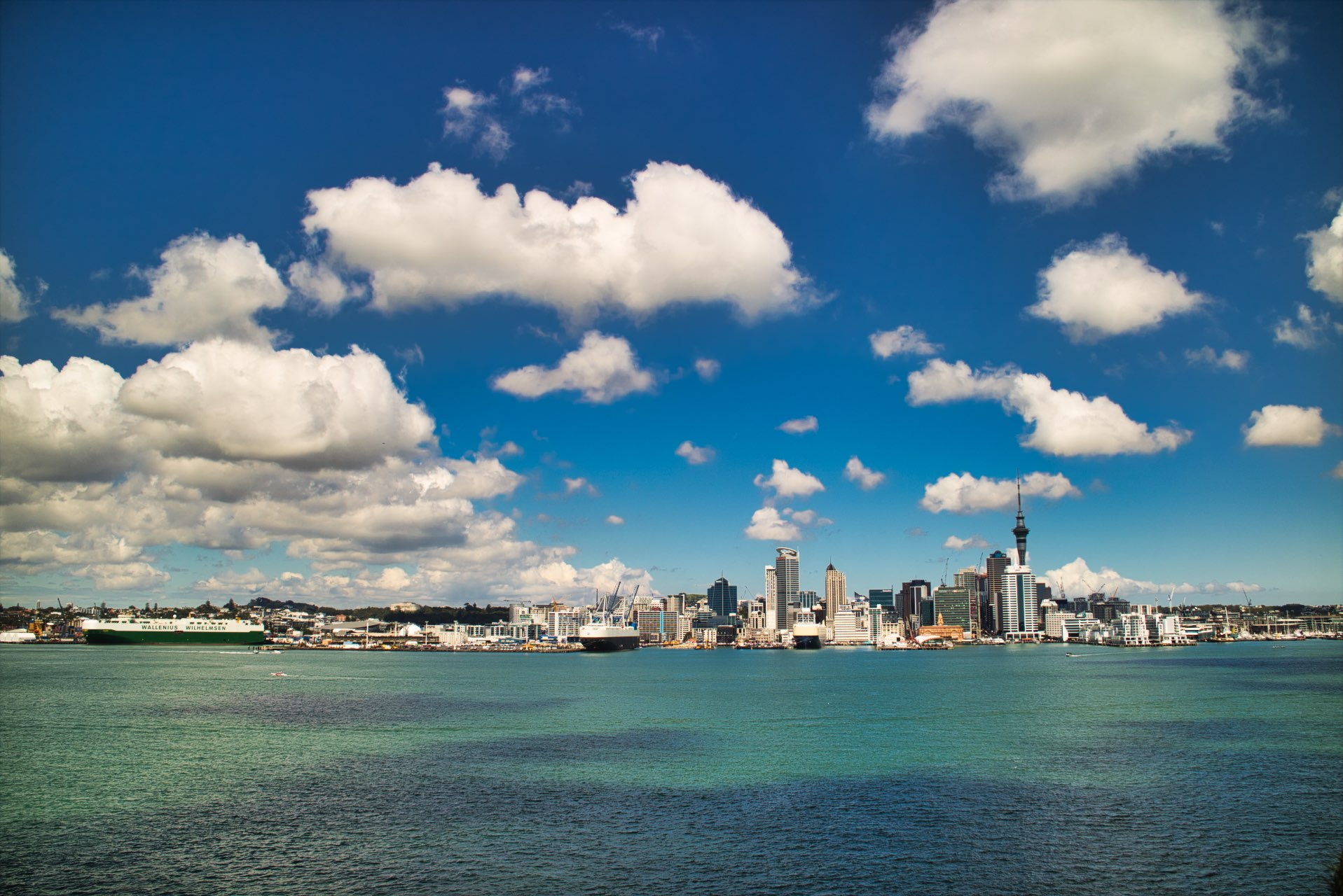 Auckland-Skyline-view-from-Mt-Victoria-cloudly-day