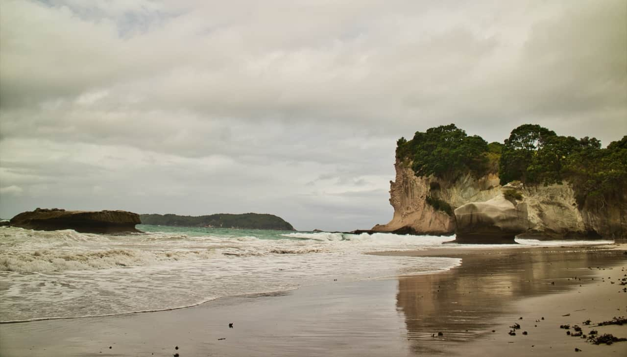Cathedral-Cove-New-Zealand-rough-sea