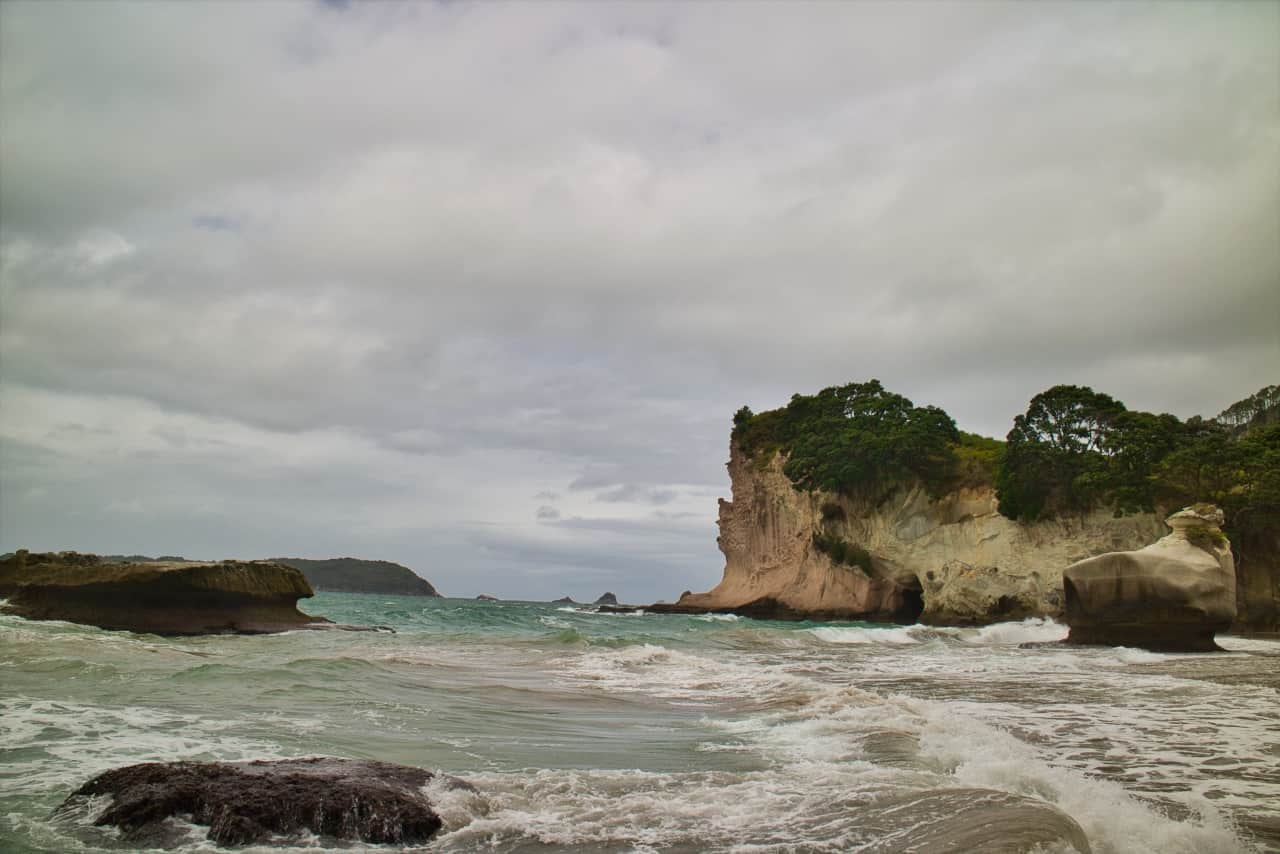 dramatic-view-Cathedral-Cove-New-Zealand