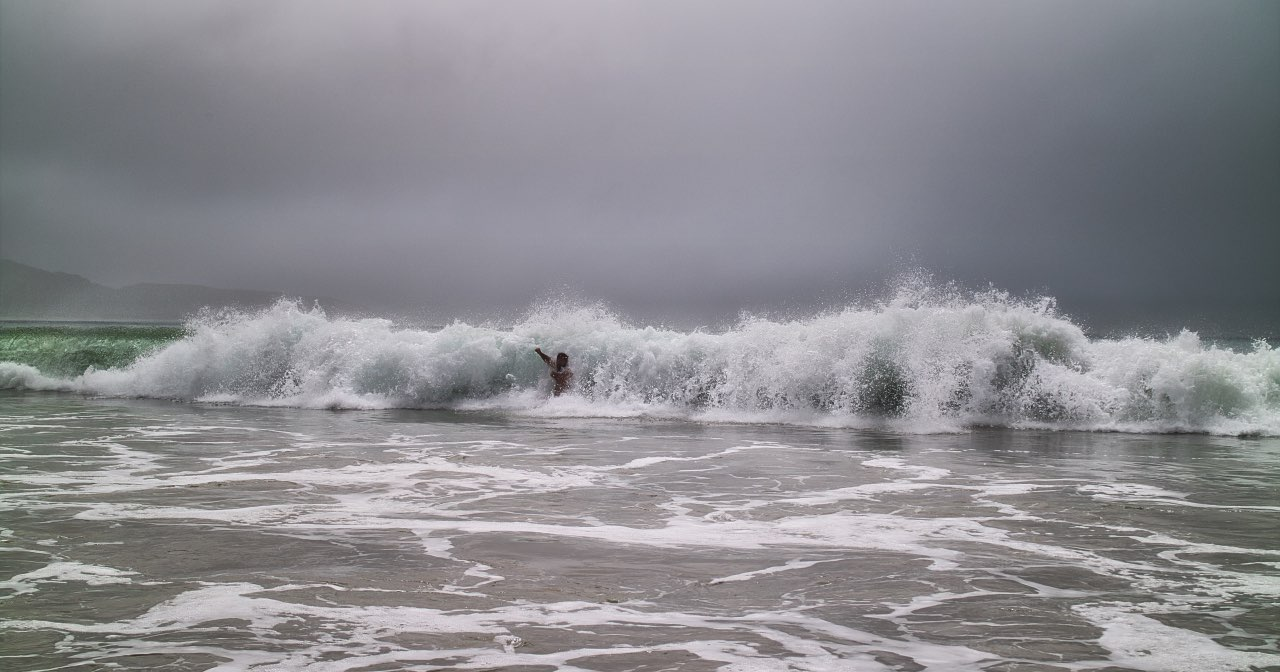 Curio-Bay-Beach-New-Zealand-wave-catches-Kasi