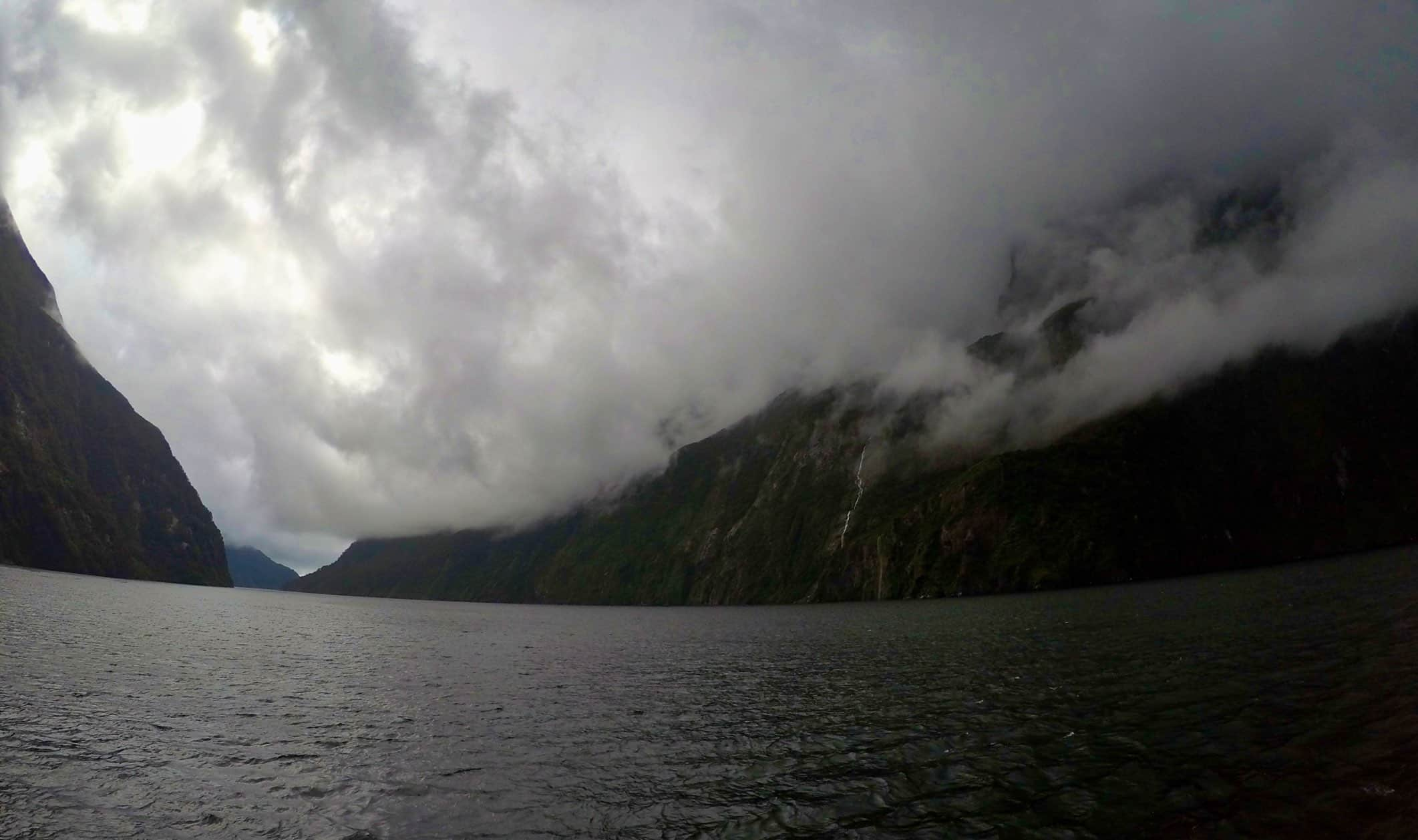 Milford-Sound-cruise-Waterfal-cloudly-weather